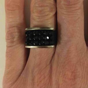 Black leather swarovski ring Size 15,5 (55,5)
