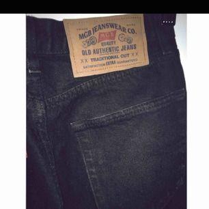 SÅÅÅ snygga vintage jeans som jag säljer då dom ej passar mig i väldigt bra skick!! Står strl 160 skulle säga att dom passar allt från en liten xs till s (frakt tillkommer)
