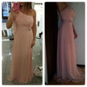 Säljer min jättefina puderrosa klänning. Den är använd 1gång och är tvättad efter det