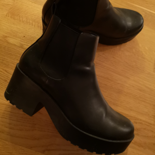 Sparsamt använda skor, väldigt bekväma att gå i👍