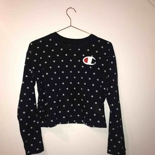 Skön, tunn mörkblå långärmad tröja från Champion ❤️nyskick! Köparen betalar frakt (pris kan diskuteras)