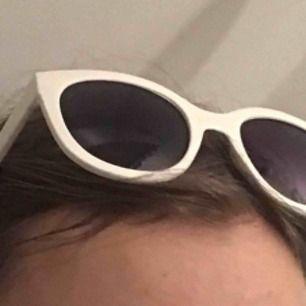 Gulliga solglasögon köpta någon stans i frankrike💘💘