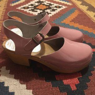 Rosa trä skor med klack! 💓💓