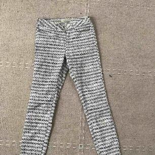 Coola snygga jeans från Maison Scotch.