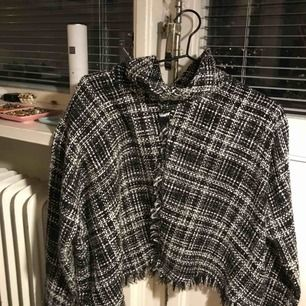 Snygg stickad tröja i polo från Zara. Som en S/XS