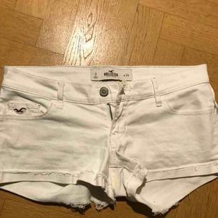 Vita jeansshorts från hollister