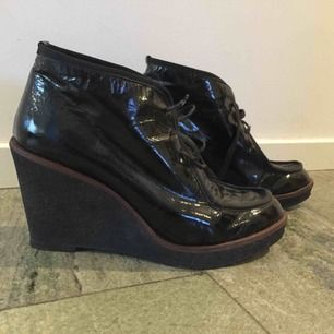 Jättefina isabel marant liknande skor från Filippa K. De är i fint skick o nästan aldrig använda!!