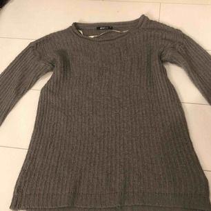Grå stickad tröja från Gina Tricot. Köpare står för eventuell fraktkostnad💫