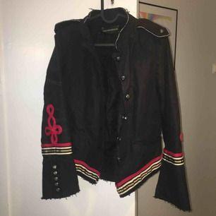 Jacka från Zadig & Voltaire som bara hängt i garderoben. Fina detaljer.