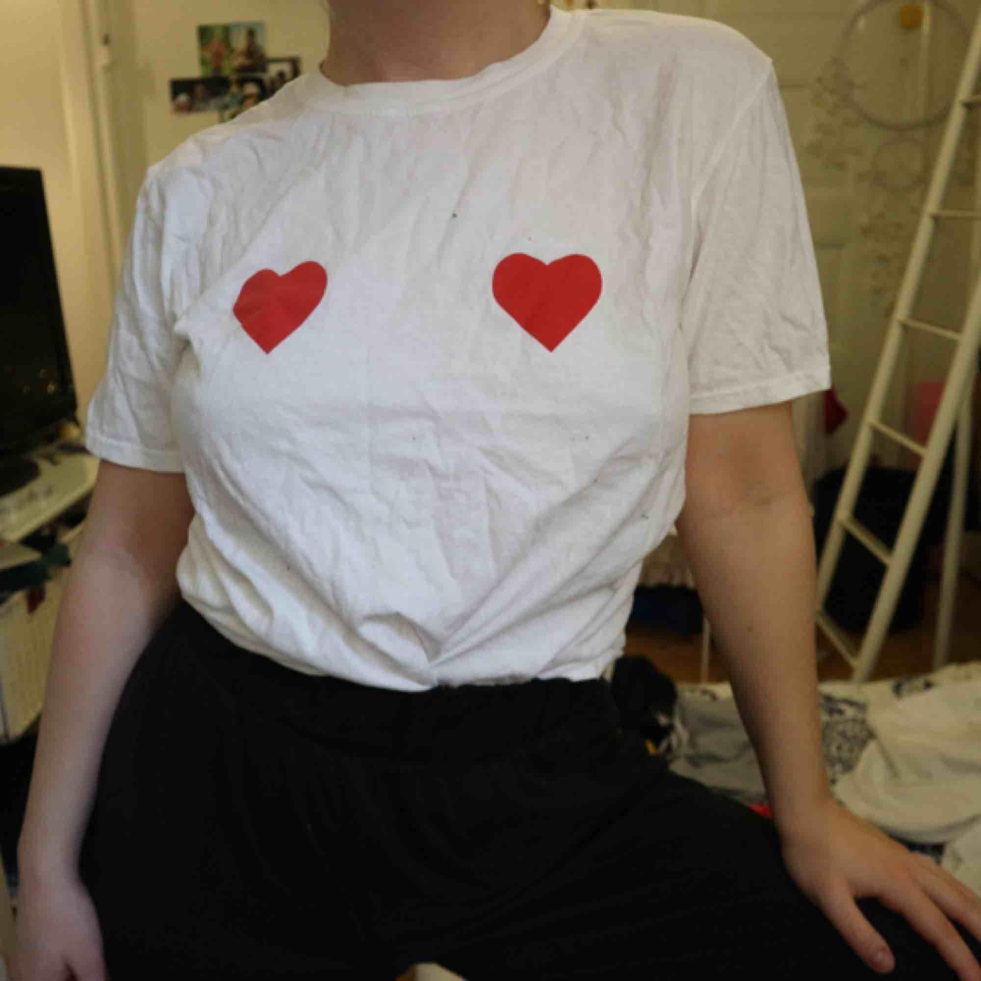 Helt oanvänd tshirt från NLY trend, kan mötas upp i Stockholm eller frakta. T-shirts.