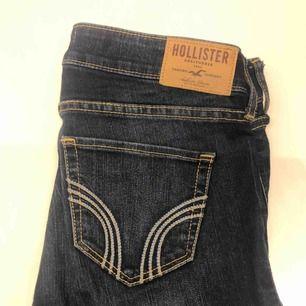 Hollister jeans i skinny modell. I väldigt bra skick då jag inte använt dem många gånger. Nypris: ca 600kr. W24 L33
