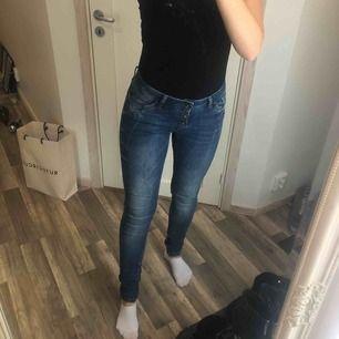 Mjuuukaste jeansen från Pulz jeans! Sista bilden stämmer mest överens med färgen. Använda 2-3 gånger ✨