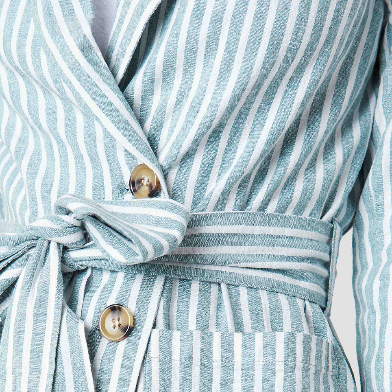 Randig blazer från nakd! Knappt använd, frakt tillkommer 🌸. Skjortor.