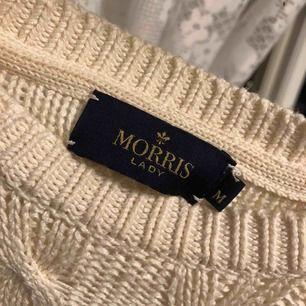 En kabelstickad tröja från Morris lady i storlek M. Använd fåtal gånger och är i kvalite som en ny. Fraktar, tar emot swish. Priset är inklusive frakt