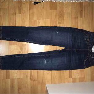 Jättefina helt oanvända jeans från Bershka. Frakten är inräknad i priset! 🙈 passar som 34 också!