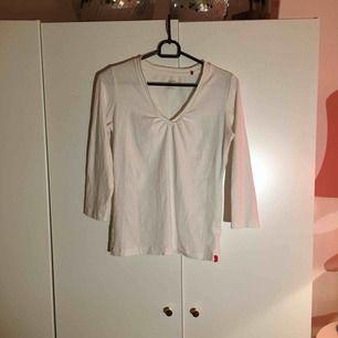 Säljer denna vita tröjan från Esprit, fint skick