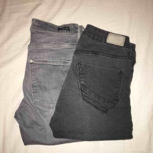 Säljer dessa två gråa byxor tillsammans för 100kr, fint skick