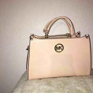 Säljer min fake MK väska