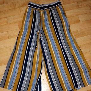 90s byxor köpta i Grekland för  30 euro i sommars  Hann inte använda dom  Frakt till kommer