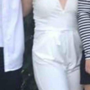 """En fin """"klänning""""  Från DM köpt för 800kr Använd en gång —denna bild"""