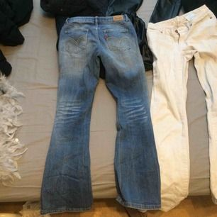 säljer mina levis bootcut, säljer pågrund av att dem har blivit för små för mig!