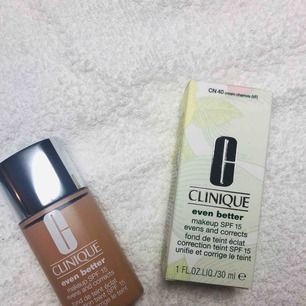 Helt ny, nypris 340kr Färg: cream charmois   minskar pigmentförändringar och ger en jämnare hudton. Passar alla hudtoner. Resultat på endast 4-6veckor.