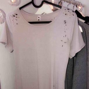 Lång tröja / klänning som är ripped