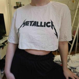 Croppad tshirt från HM, kan mötas upp i stockholm eller frakta