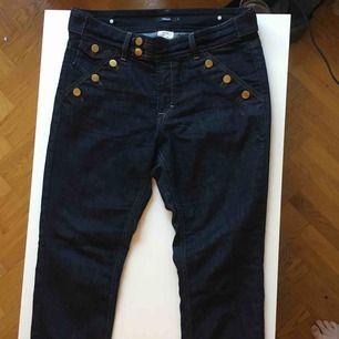 High waisted jeans från Filippa K. I jättebra skick, endast använda ett fåtal gånger. Finns i Malmö, kan även skickas; då tillkommer frakt.