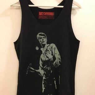 David Bowie linne i storlek S.  30:- plus frakt 9:- =39:-