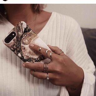 Hanna Licious X ideal of sweden mobilskal som passar iphone 8/7/6/6S. Fick det här magiska fodralet i ett samarbete, men det blev helt fel storlek för min telefon tyvärr😩Dvs helt oanvänd! 400 kr i nypris