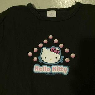 Supersöt Hello Kitty tröja från 90-talet! ✨ priset kan diskuteras vid snabb affär.