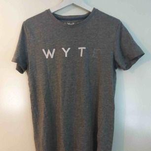 Ca. 1 år gammal t-shirt från WYTE. Upphämtas i Växjö eller frakt 50kr😊