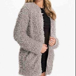 Söker denna jacka/zip cardigan i grått från rebecca Stella så skriv om ni vill sälja 😊🌸 helst i storlek S men XS funkar också👍