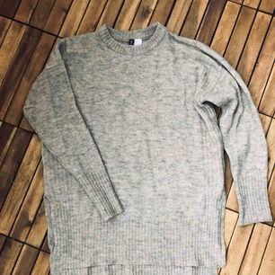 Helt ny stickad tröja, använd en gång, toppskick