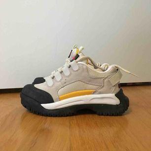Skitballa skor som jag har hittat helt oanvända i min garderob. Fortfarande prislappar på. Tyvärr för små för mig.  (Frakt ingår ej)