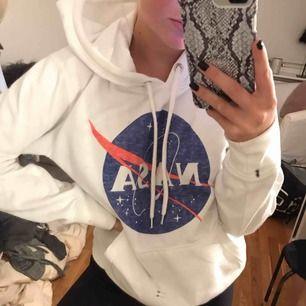 Nasa hoodie i storlek S! Säljer för: 120kr. Använd fåtal gånger! Kan mötas i Stockholm och frakta