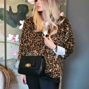 Leopard jacka från H&M. Lite kortare i modellen/armarna