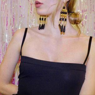 🍒FAMILY JEWELZ🍒  Get that bling girl. Dessa stora plast örhängena från HM kryddar upp de flesta outfits. Framtida familjeklenod?  Frakt tillkommer. Puss o K.🍒