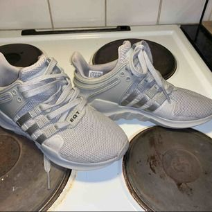 Snygga adidas  Som nya  Kan postas