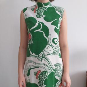 Vintage      klänning från 60/70talet. Fint skick och sparsamt använd. One of a kind