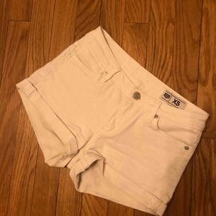 Vita jeansshorts från Crocker. Knappt använda