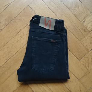 Avklippta klassiska Nudie jeans, urtvättat svarta och
