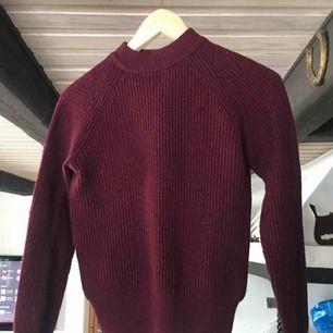 Lite tjockare mysig vinröd tröja
