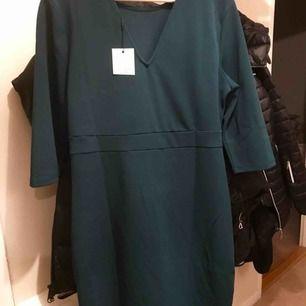 Helt ny petrolgrön stretchklänning supersnygg!
