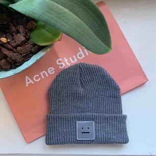 Acne studios mössa i fint skick! 🌿 Fick i julklapp så har inte kvittot men sparat påsen!