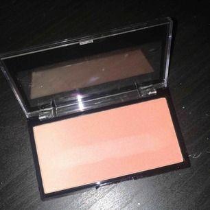 makeup revolution gradient highlighter, aldrig använd endast swatchad, så fin!