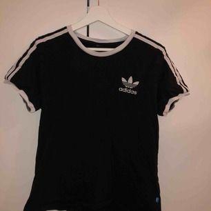 Adidas svart t shirt bra skick💕 köpt för 350kr