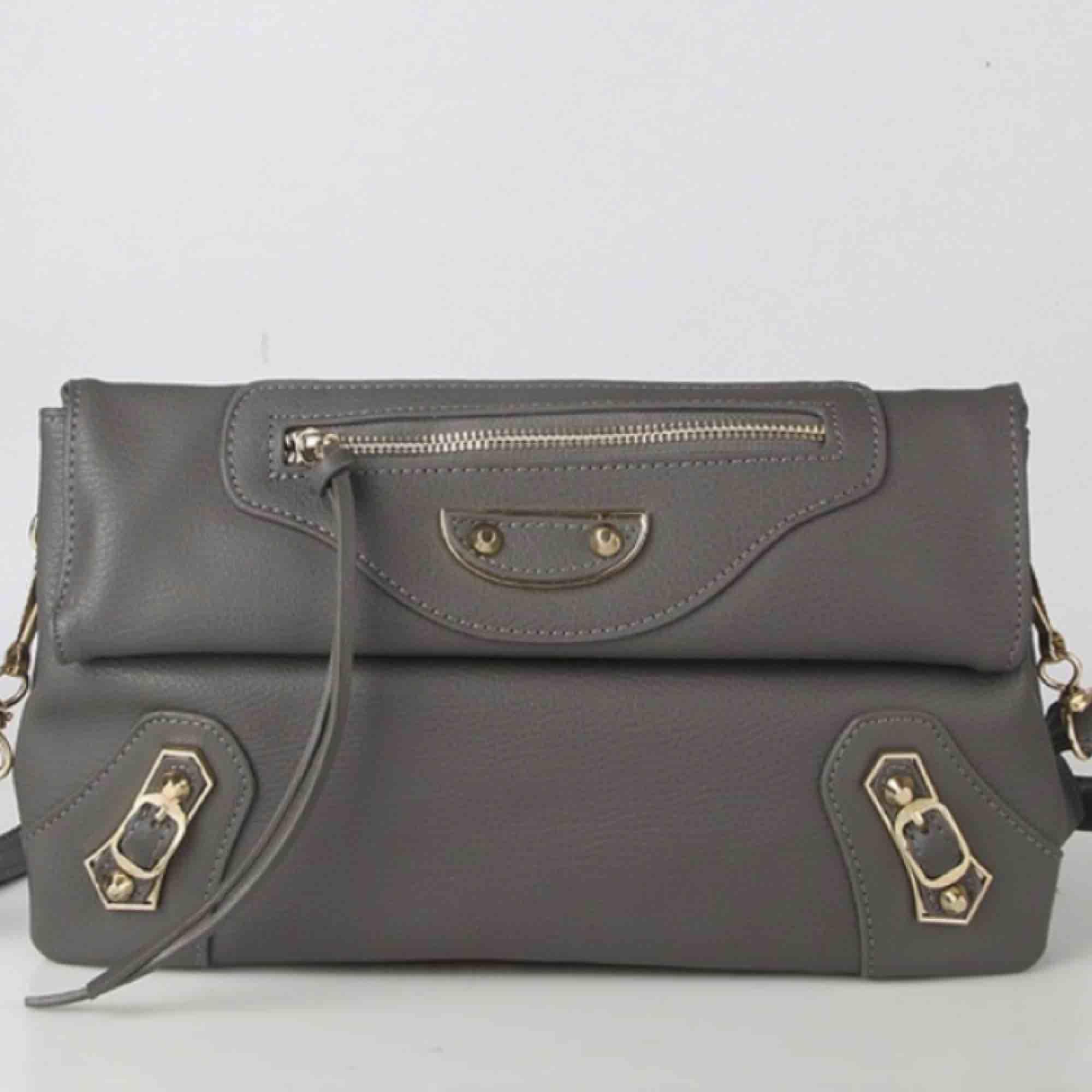 Balenciaga city liknande väska, aldrig använd!. Väskor.