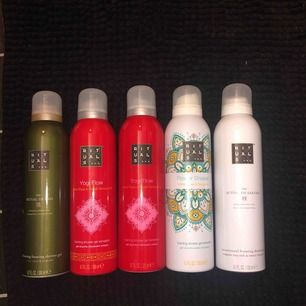 """Säljer helt oanvända """"foaming shower gel"""" från Rituals! Det är lite olika dofter på dem. Helt oanvända , inte ens provade!"""